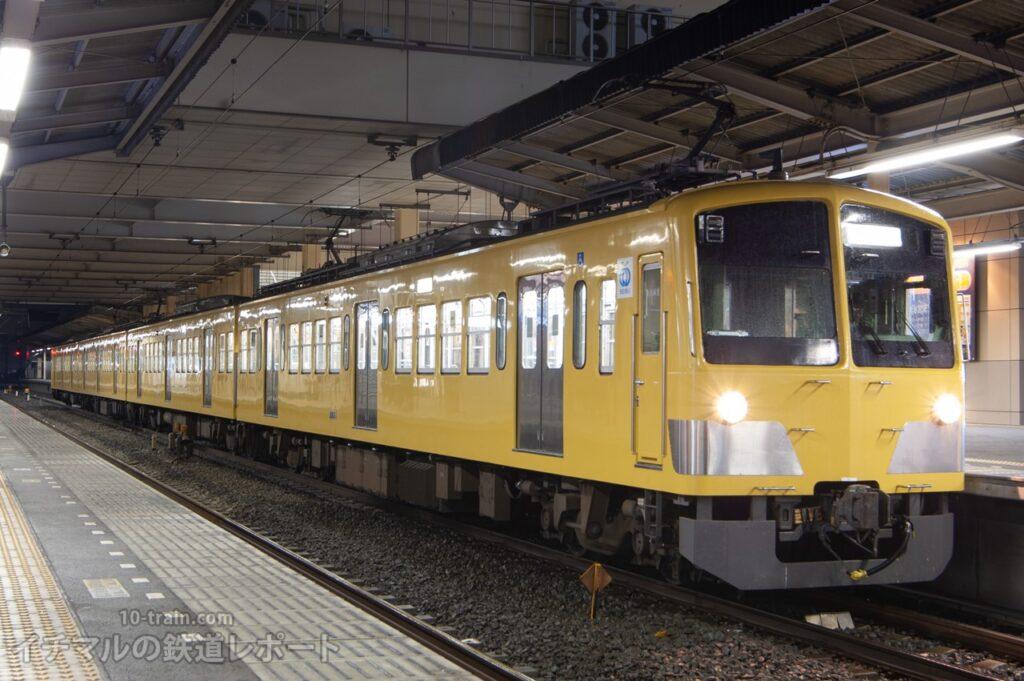 新所沢駅に停車する新101系263F(自動連結器・自連に交換済み)