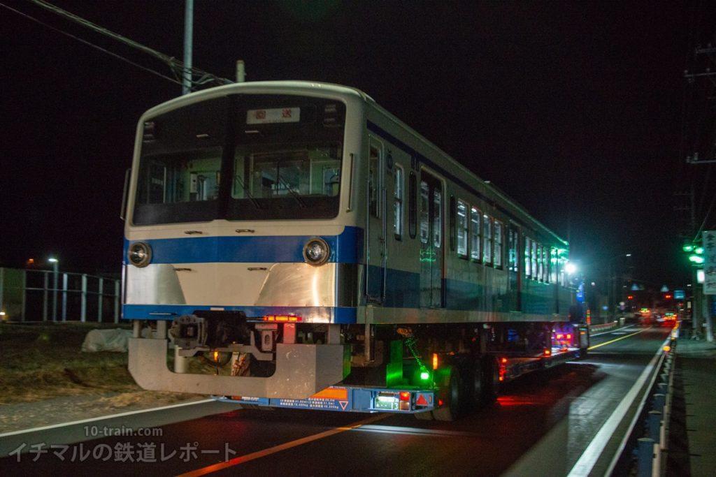 横瀬車両基地を出発する新101系1261F「クハ1262号車」陸送