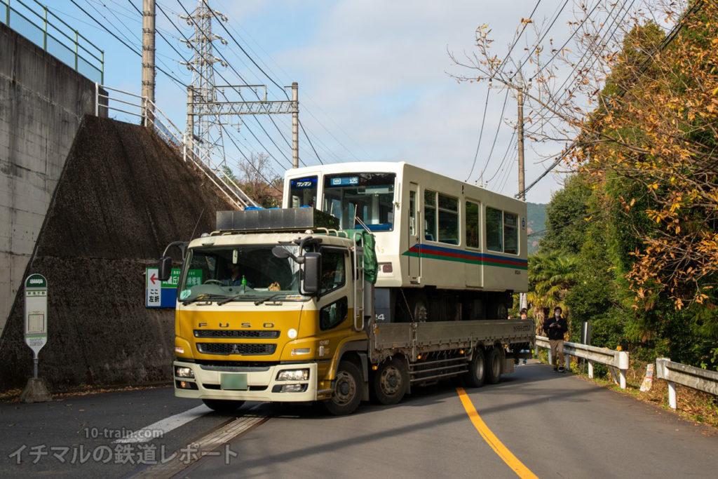 武蔵丘車両検修場に到着するレオライナーの陸送